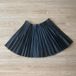 H&M Pleather Pleated Skirt Size: 6
